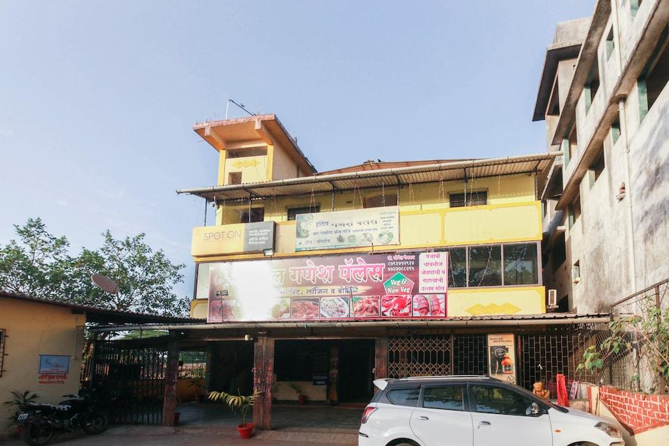 OYO 71830 Ganesha Palace