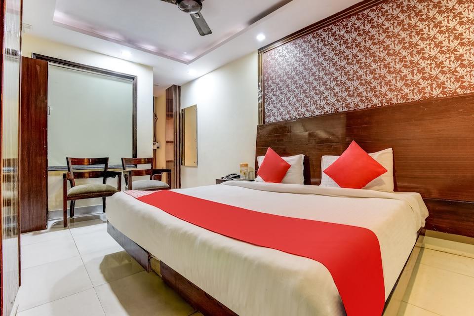 OYO 5985 Hotel Priya Palace