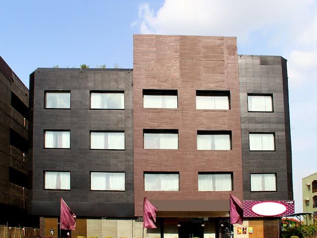 OYO 920 The Purple Leaf Hotel