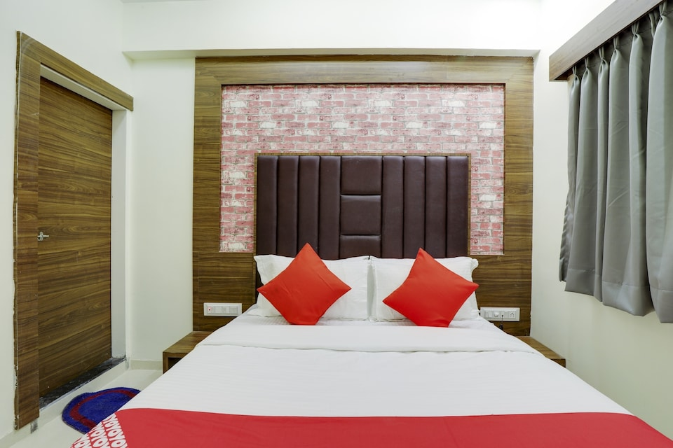OYO VAD159 Hotel Rose Inn
