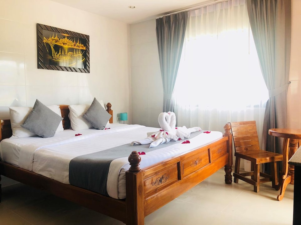 OYO 861 Patong Dynasty Hotel