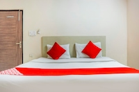 OYO 72051 Hotel Mahadev