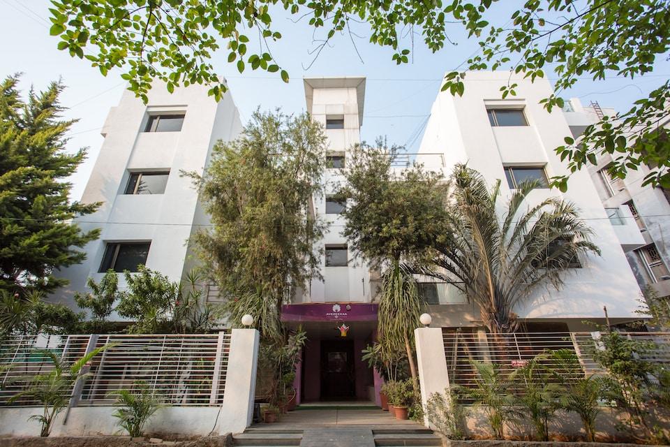 OYO 6002 Avezeekaa Corporate Residency