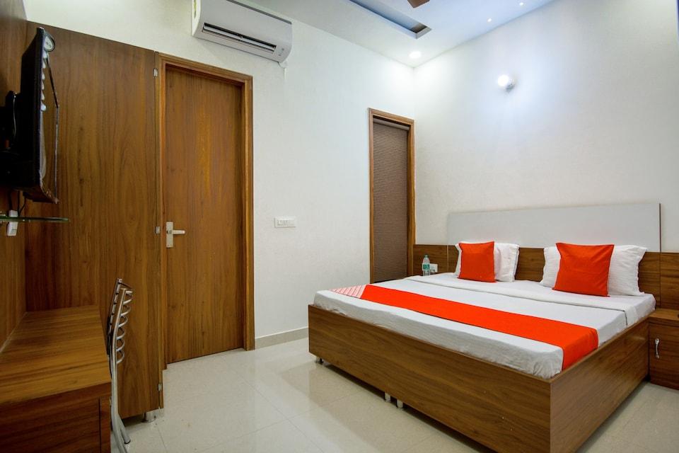 OYO 72271 Akash Residency