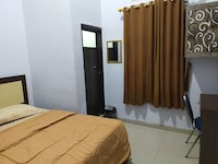 OYO 3373 Favour Hotel