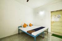 SPOT ON 72378 Krishna Market And Lodge
