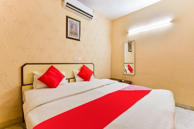 OYO 72463 Hotel Sunder Palace