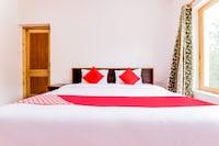 OYO 72466 Hotel Charvi Inn