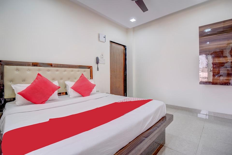 OYO 72564 Om Sai Lodge Hotel