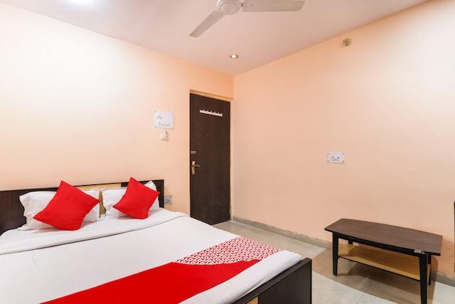 OYO 72590 Hotel Priyal