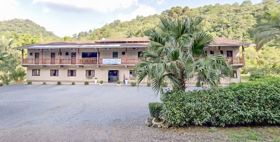 OYO Hotel Carolina Park