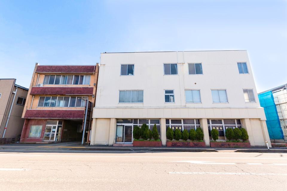 OYO Business Hotel Chitose