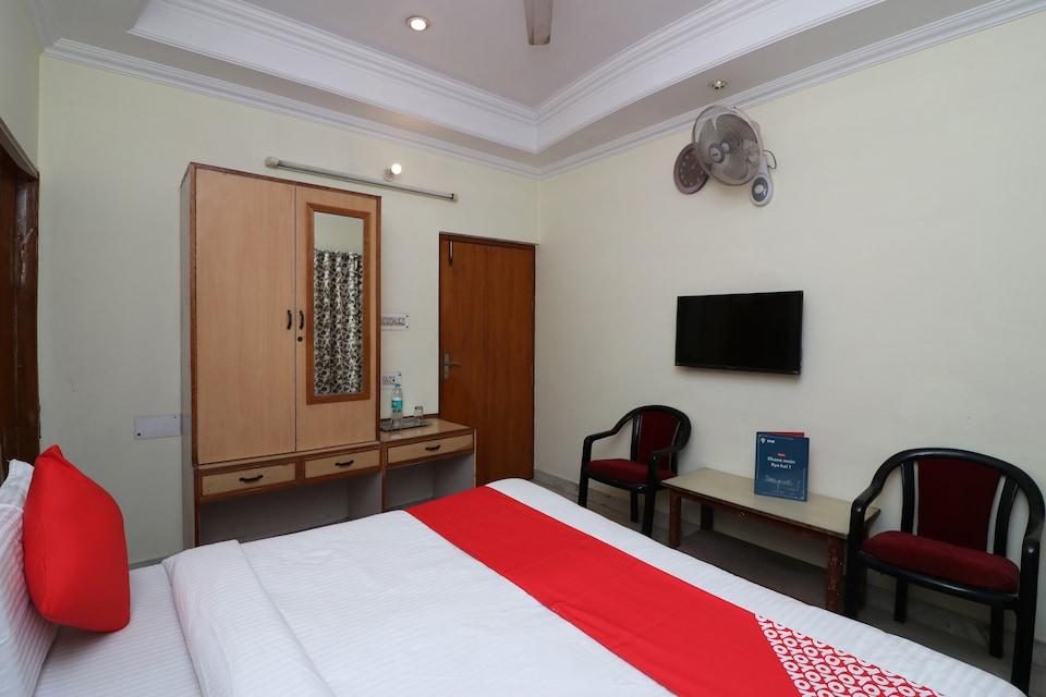 OYO 6073 Hotel K M B