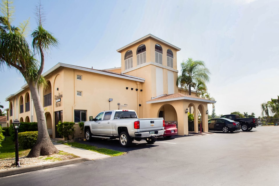 OYO Waterfront Hotel- Cape Coral/Fort Myers, FL