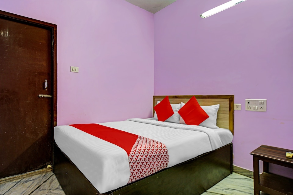 OYO 72757 Gold Guest House