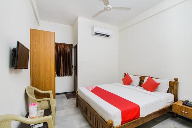 OYO 72760 Hotel Shivani