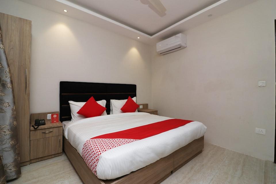 OYO 72937 Hotel Tyagraj