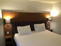 OYO Bluemont Hotel