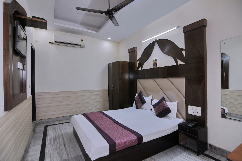 OYO 6124 Lord Krishna Dx Inn -1