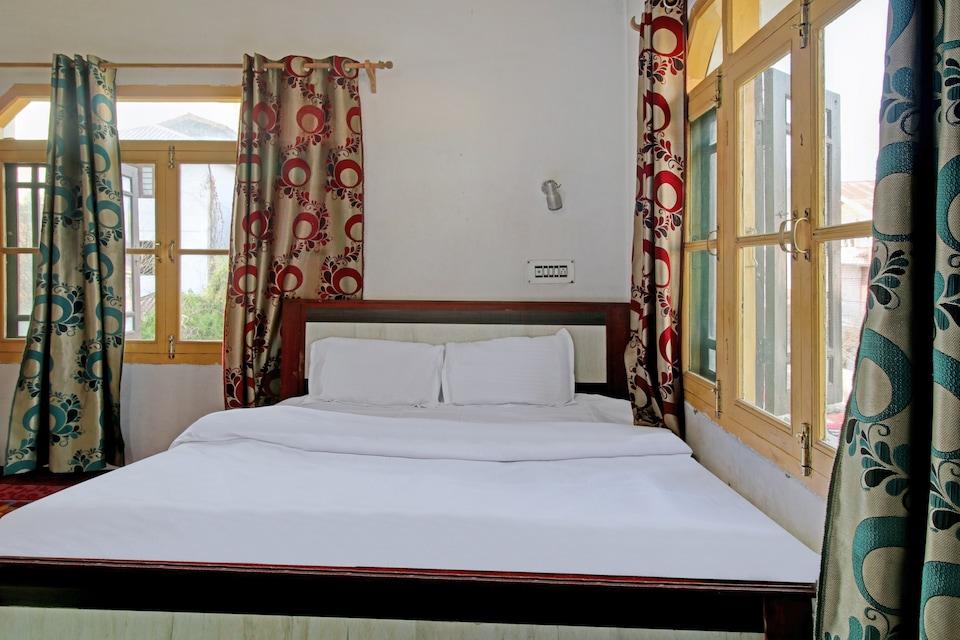 OYO 73243 Gilkar Mansion, Rajbagh Srinagar, Srinagar