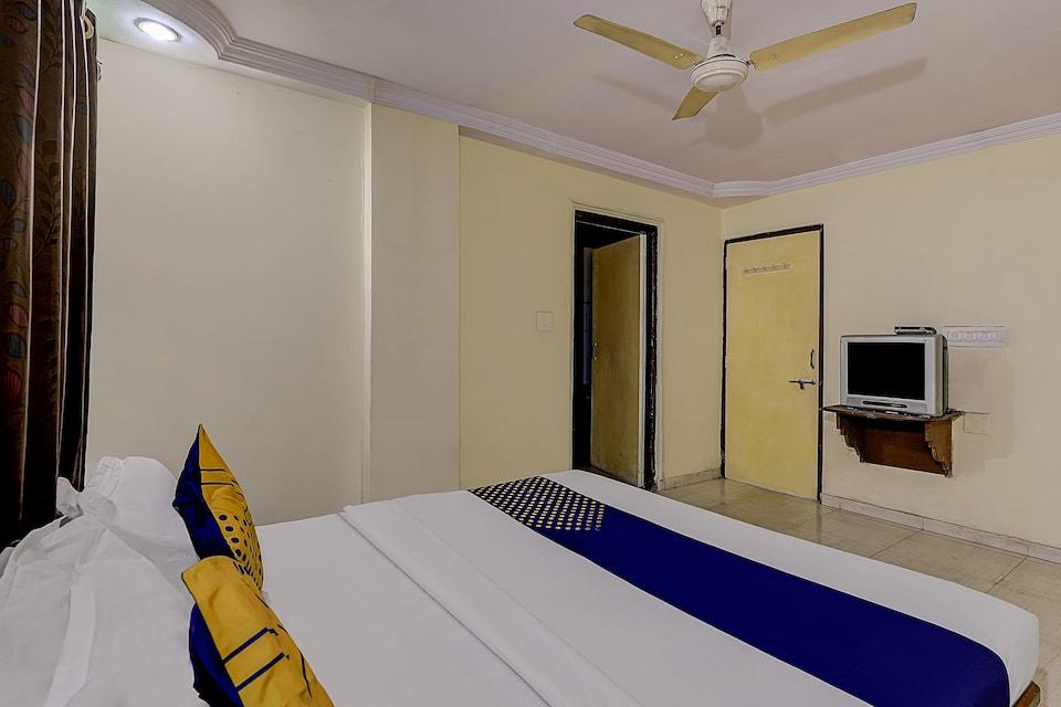 SPOT ON 73377 Hotel Sarovar Inn