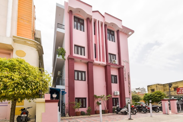 OYO 6179 Hotel Aarjee Crescent