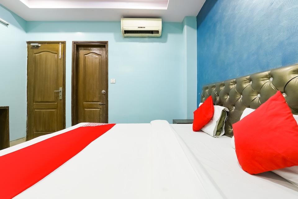 OYO 73674 Hotel Sampuran Inn