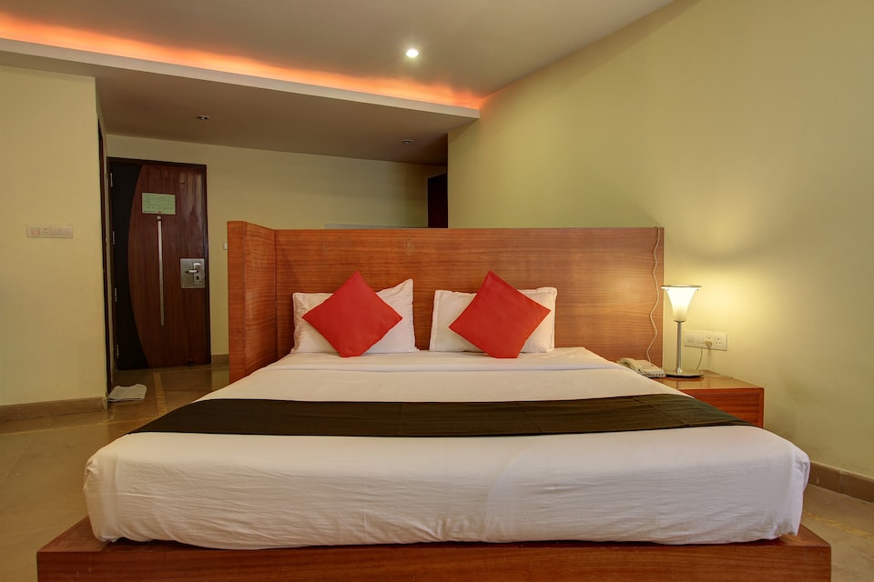 Capital O 73831 New Krishna Suites