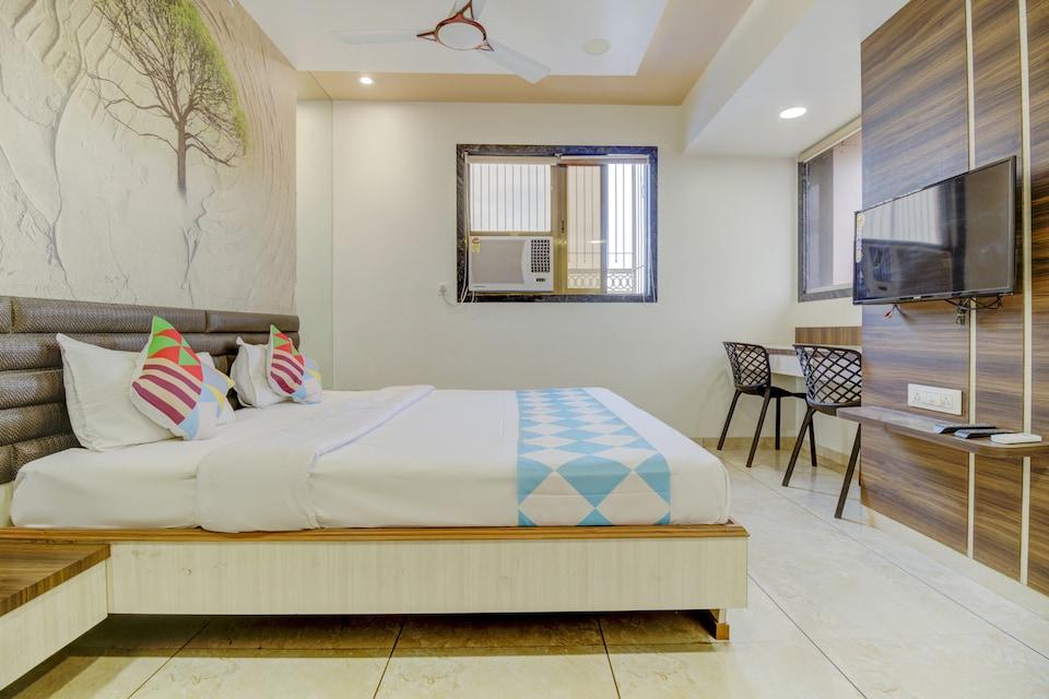 OYO Home 73989 Elegant Hotel Falcon, Ulhasnagar