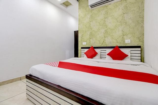 OYO 74271 HOTEL NIVRI PALACE