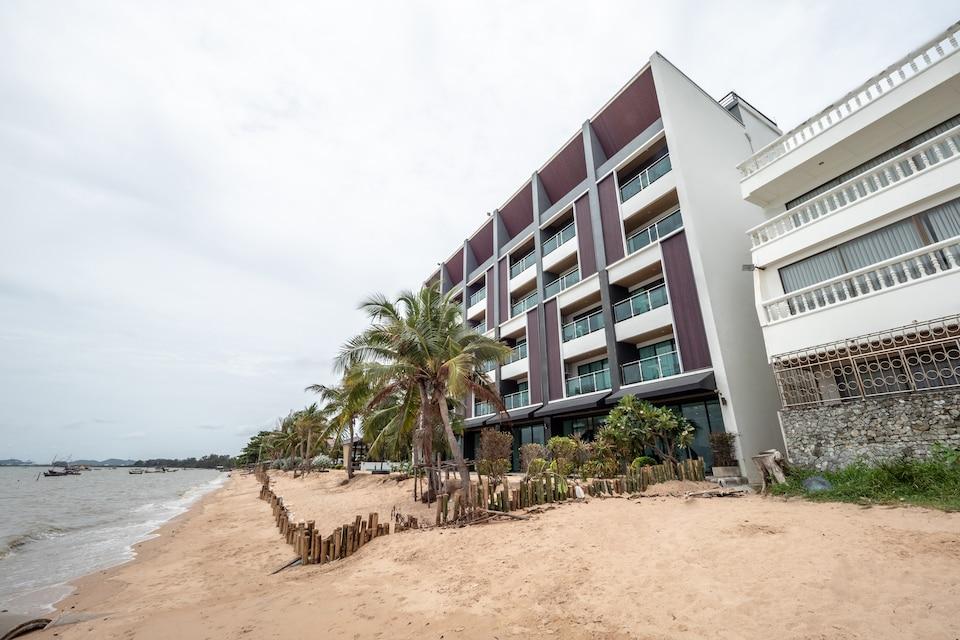 CAPITAL O 1088 Golden Dragon Beach Resort