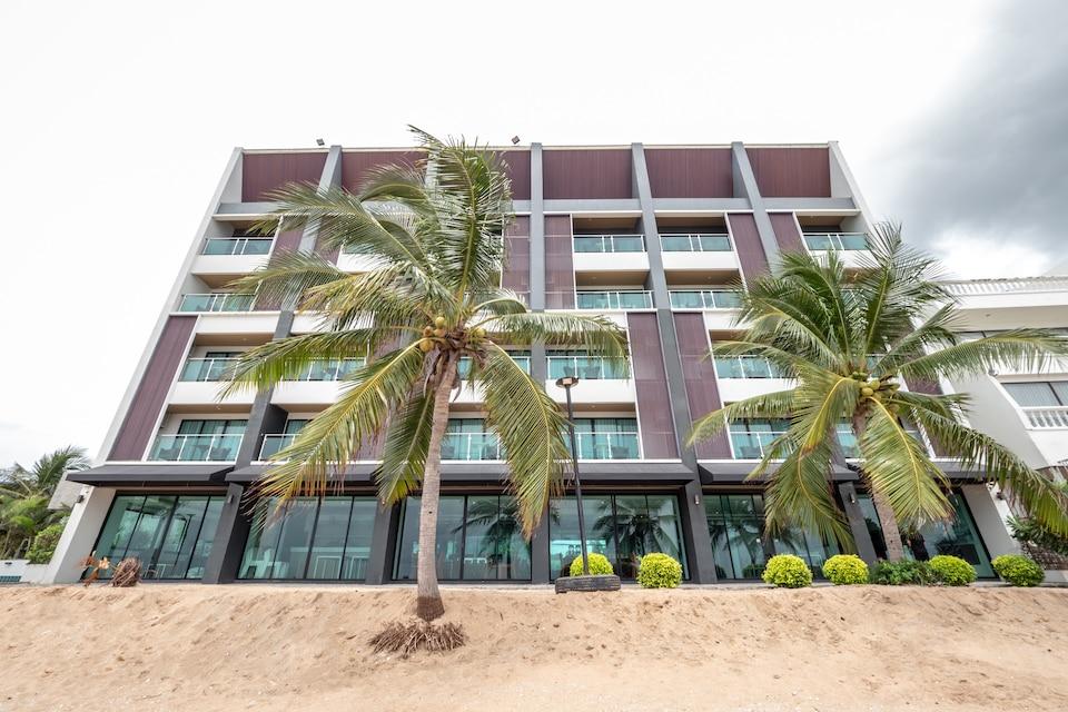 CAPITAL O 1088 Golden Dragon Beach Resort, Bang Lamung P2, Chonburi