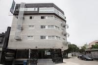 OYO 675 Circuit Hostel