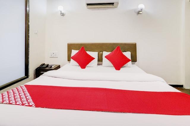 OYO 74335 Hotel Dash