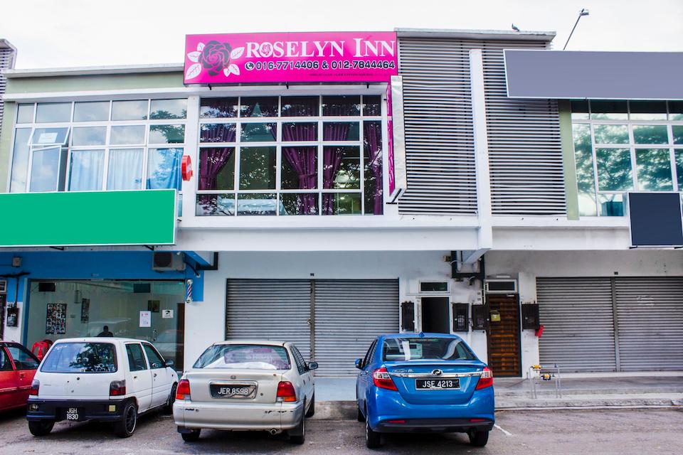 OYO 90090 Roselyn Inn 2