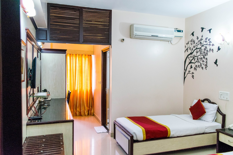 OYO 948 Hotel Pai Vaibhav -1