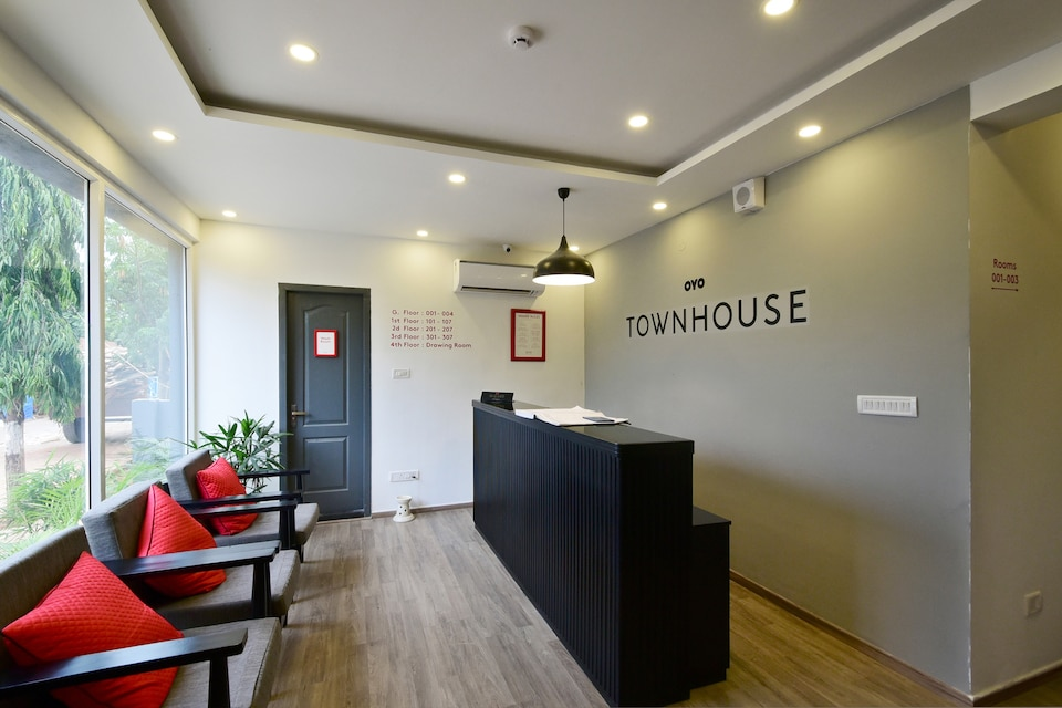 OYO Townhouse 106 Airport Road