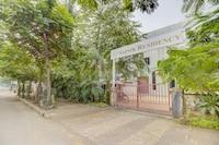 Capital O 74572 Sainik Residency