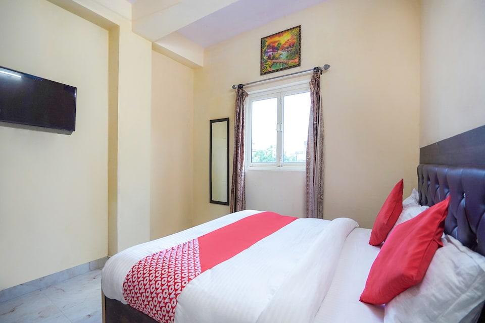 OYO 74584 Hotel Pole Star