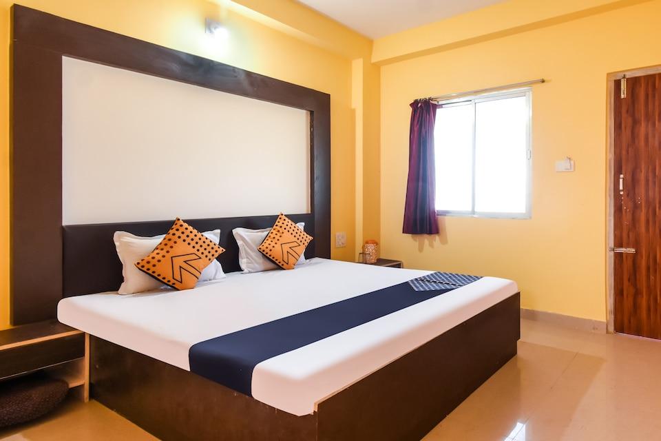 SPOT ON 74638 Hotel Moumita