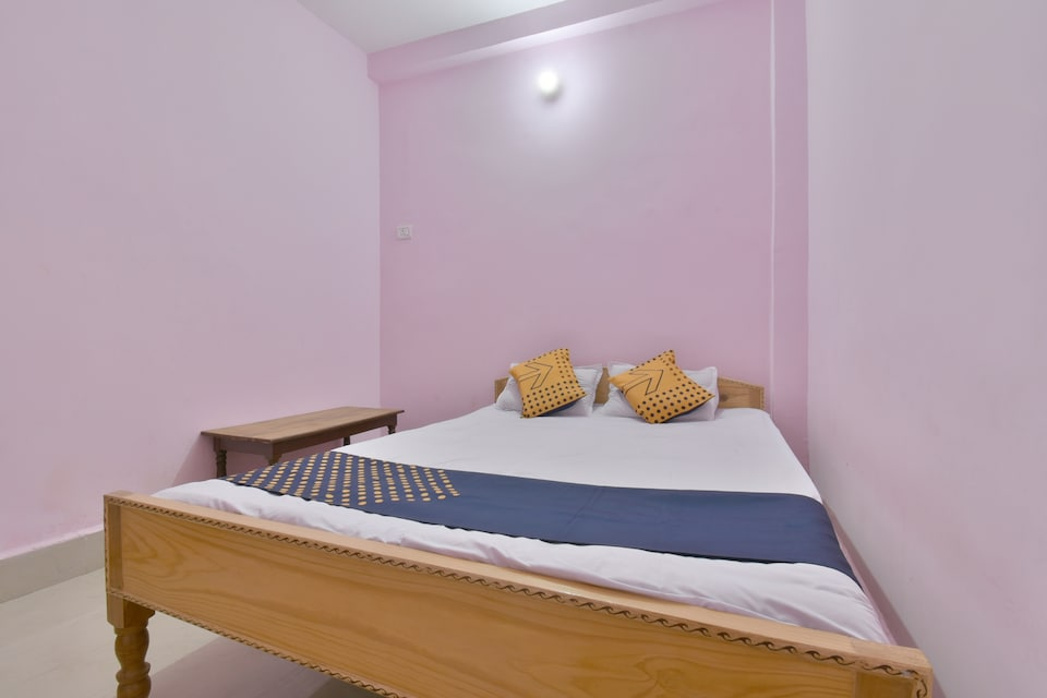 SPOT ON 74640 Sumit Guest House, Bailey Road, Patna