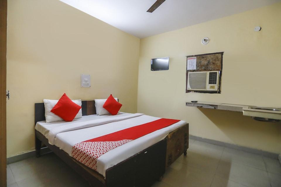 OYO 74693 Jmd Guest House, Noida Expressway SEZ, Noida