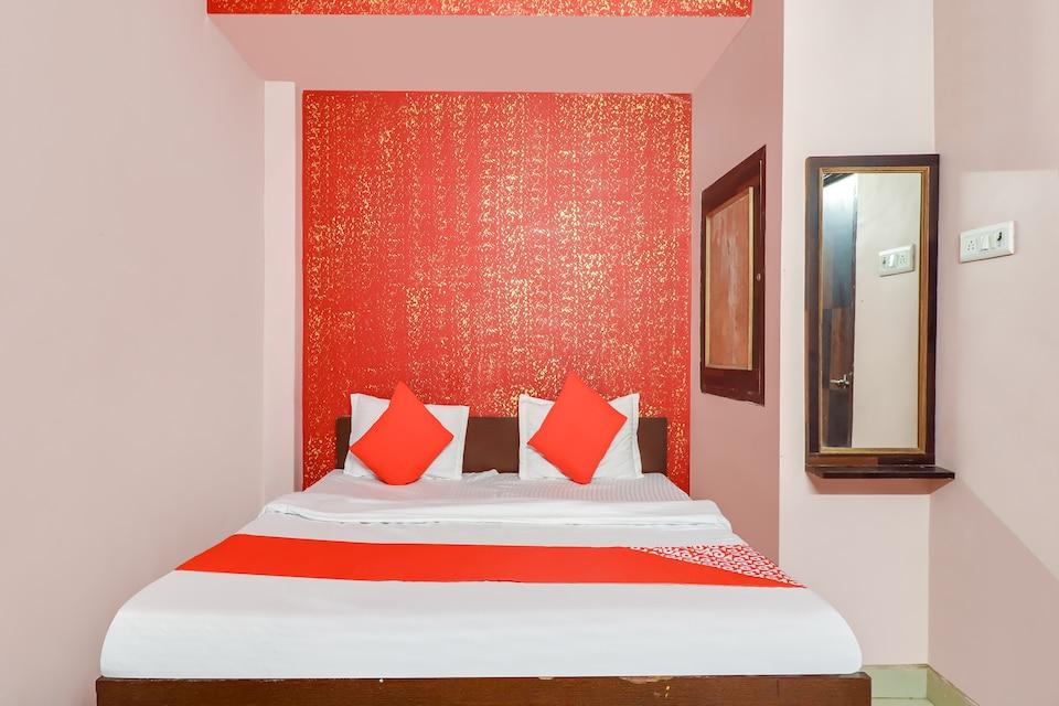 OYO 74709 Hotel Prince, Kanpur City, Kanpur