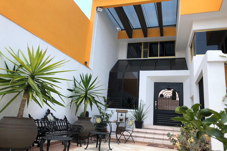 Collection O Frida Suites & Lounge