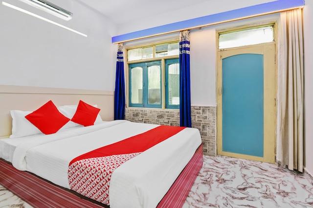 OYO 6302 Hotel Shivtara