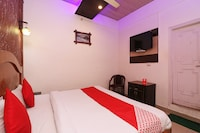 OYO 74825 Hotel Om Shanti Palace