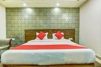 OYO 74839 Bharat Hotel