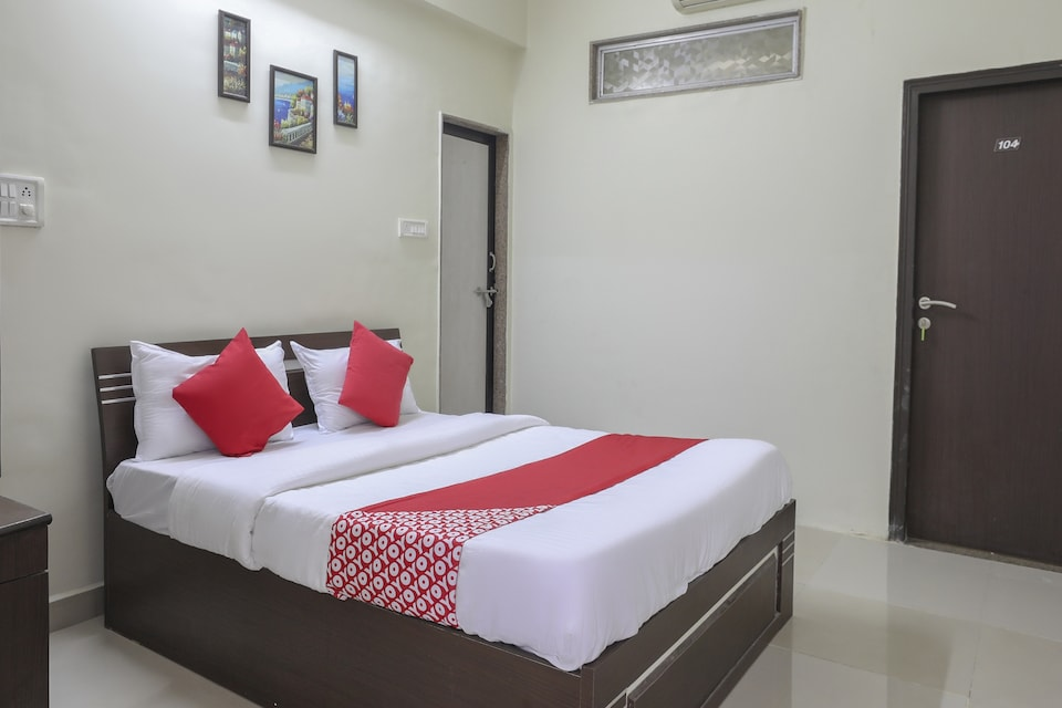 OYO 74873 Shyam Vatika Banquet And Rooms, Adajan, Surat