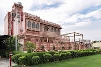 OYO 74878 Raj Aangan Hotel & Resort