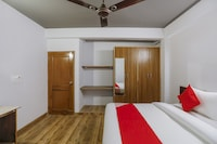 OYO 74943 Hotel Discovery